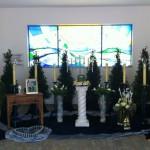 Urnendekoration auf Säule in der Trauerhalle in Rimpar