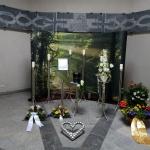 Edelstahldekoration mit Herz in der Trauerhalle Versbach